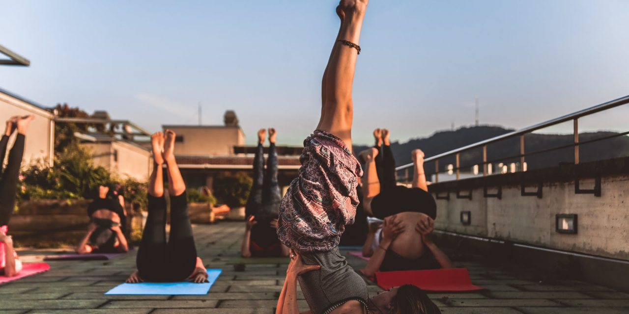 https://www.ayurvedatourindia.com/wp-content/uploads/2019/05/200yogateachertrainininginrishikesh-1280x640.jpeg
