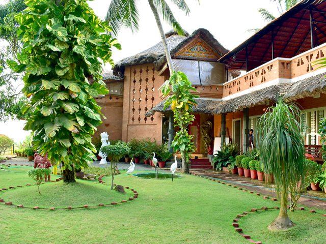 https://www.ayurvedatourindia.com/wp-content/uploads/2019/05/AyurvedaHealingAshram-640x480.jpg