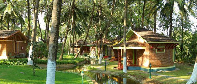 https://www.ayurvedatourindia.com/wp-content/uploads/2019/05/kairali-640x272.jpg