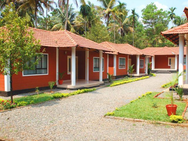 https://www.ayurvedatourindia.com/wp-content/uploads/2020/02/KandamkulathyAyursoukhyamHospitalindia-640x480.jpeg