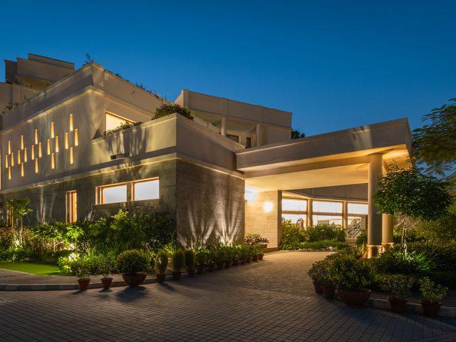https://www.ayurvedatourindia.com/wp-content/uploads/2020/03/facade-night-naad-wellness-640x480.jpg