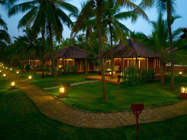 https://www.ayurvedatourindia.com/wp-content/uploads/2021/01/NattikaBeachAyurvedaResortinkerala-640x480.jpeg